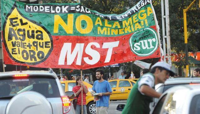 Manifestación. El reclamo en contra de la megaminería se reiteró ayer en Córdoba (Darío Galiano).