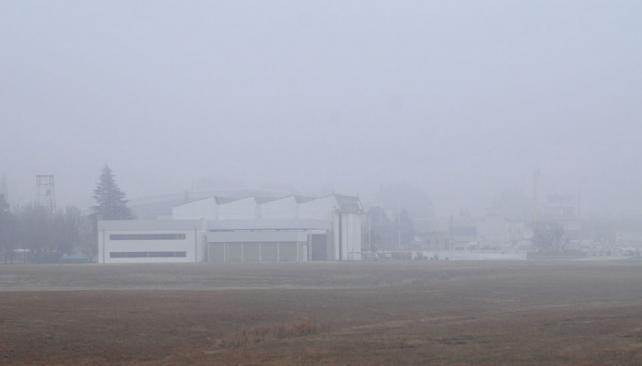 AEROPUERTO CERRADO. La niebla impidió que el Taravella estuviera operativo entre la 0 y las 15 de ayer (La Voz).
