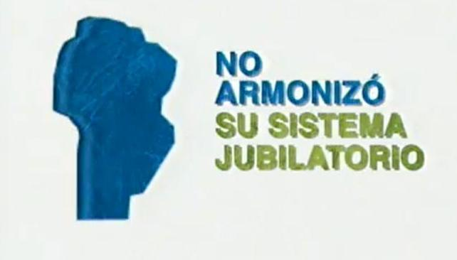 FÚTBOL PARA TODOS. La Rosada ya lo había usado contra Macri. Ayer le tocó a De la Sota (Imagen de TV).