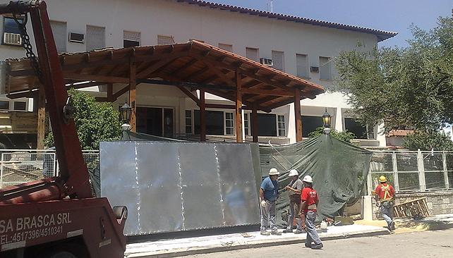CASA DE LAS TEJAS. Comenzó la desmantelación del ingreso (La Voz/Ramiro Pereyra).