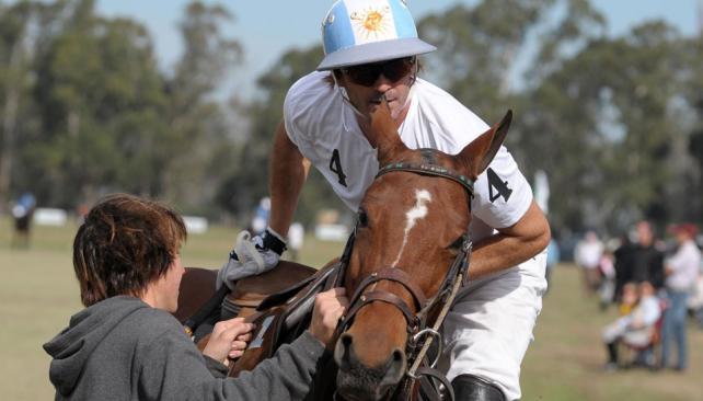 En plena competencia. Adolfo Cambiasso durante uno de los partidos que jugó en el Abierto que organiza el Washington Polo Club (Tomy Fragueiro).
