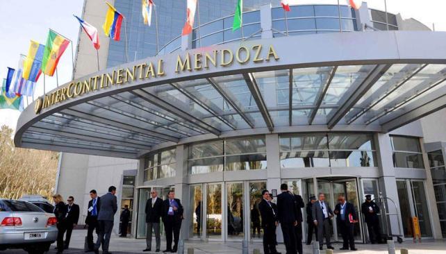 Escenario. En el Hotel Intercontinental se celebra la 28ª Cumbre de Jefes y Jefas de Estado del Mercosur (AP).
