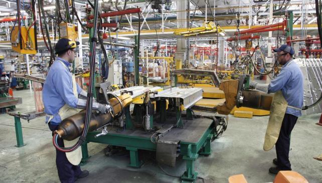 La industria perdi menos de 10 mil empleos en el pa s for La voz del interior trabajo