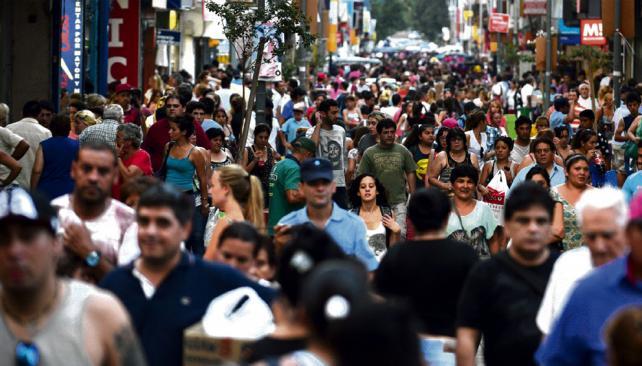 Enemistados. Los cordobeses de Capital reconocieron que se sintieron afectados por las discusiones políticas. (Ramiro Pereyra / Archivo)
