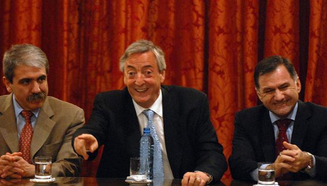 JULIO CÉSAR PEREYRA. A la derecha del expresidente Néstor Kirchner (Archivo).