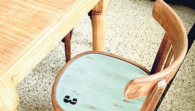 Sillas cl sicas durables y artesanales la voz del interior for Sillas de madera clasicas tapizadas