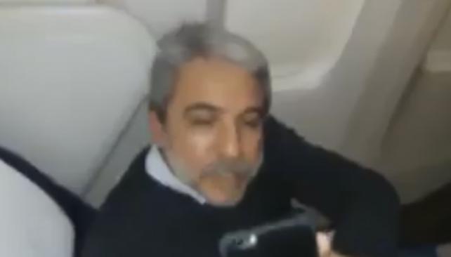 Escracharon a Anibal Fernandez en el Avion jaja