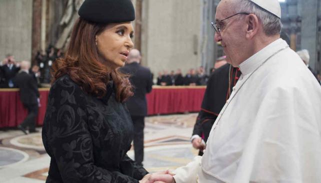 CRISTINA. La Presidenta junto a Francisco en marzo de 2013 (AP/L´Osservatore Romano, Archivo).