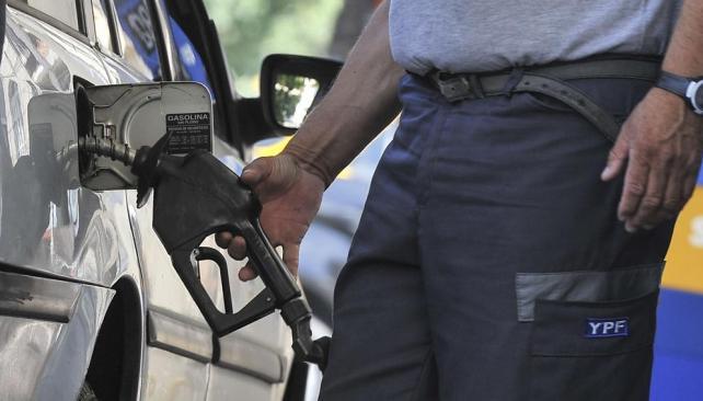 IMPACTO. La suba de combustibles, entre los que inciden en la inflación (LaVoz/Archivo)