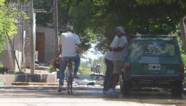 Mudan 350 familias de asentamientos en la capital