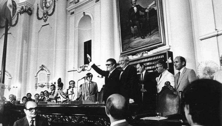 Angeloz-Raúl Grosso. La dupla radical inauguró el período democrático (La Voz/Archivo).