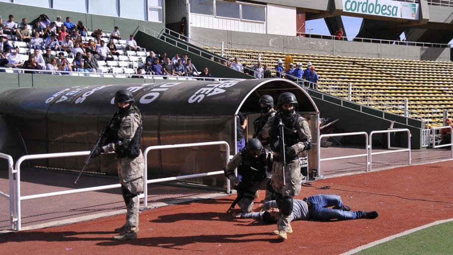 Simulacro de atentado terrorista en el Kempes Estadio-kempes1