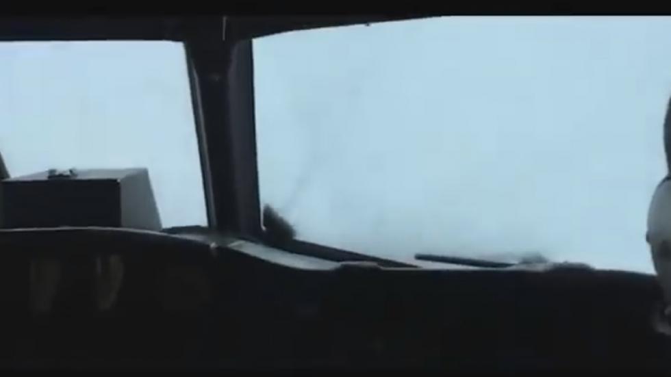Tensión en Facebook por avión que ingresó al ojo del huracán Matthew